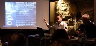 Curare la storia | Curating History